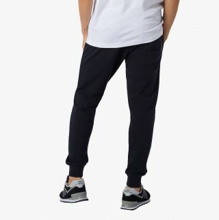 NEW BALANCE New Balance  NB Essential Stack Logo Slim Sweatpant