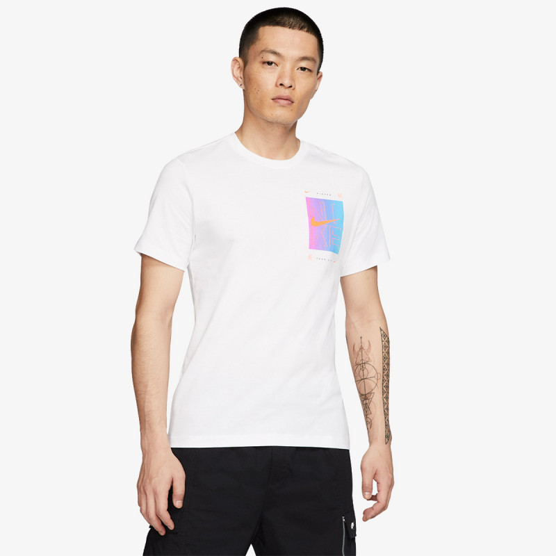 NIKE M NSW TEE SNKR CLTR 4
